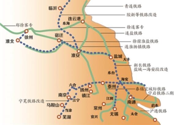 江苏部分高铁线网   2010年,当江苏第一条高铁线路沪宁城际开通时,沪宁间最快67分钟互达让大家一下子忘记了以往需几个小时的旅程煎熬。我省正在加紧建设的徐宿淮盐、连淮扬镇、连徐高铁,规划中快速推进的南北沿江高铁、盐通铁路……十三五期间,覆盖全省、三纵四横的高速铁路网已然在路上。记者昨日采访省交通厅党组书记、省铁路办主任刘广忠代表时了解到,借未来5年全省高铁线网大迈进的契机,江苏铁路将围绕各地的高铁站加快推进综合交通枢纽建设,让居民在今后乘高铁时不仅享受到快捷更享受到畅行的综