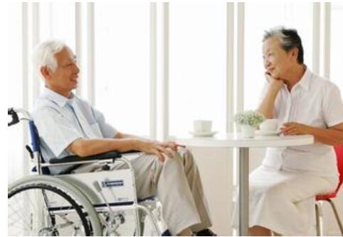 """【生活】让老人拥有自己的健康档案 江苏免费体检为""""夕阳红""""健康护航"""